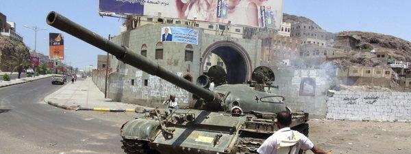 Yemen, EEUU, Arabia Saudí, Irán... - Página 5 Un-carro-de-combate-de-las-tro_54429712634_51351706917_600_226