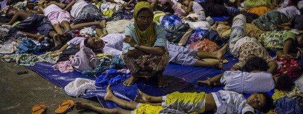 Myanmar, conflictos, situación. Rohingyas. Guerrilla Karen... - Página 2 Refugiados-rohigya-descansan-e_54431185903_51351706917_600_226