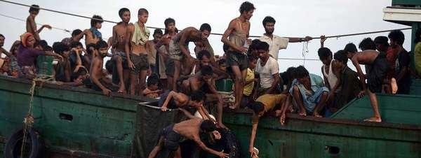Myanmar, conflictos, situación. Rohingyas. Guerrilla Karen... - Página 2 Un-grupo-de-inmigrantes-Rohing_54431652260_51351706917_600_226