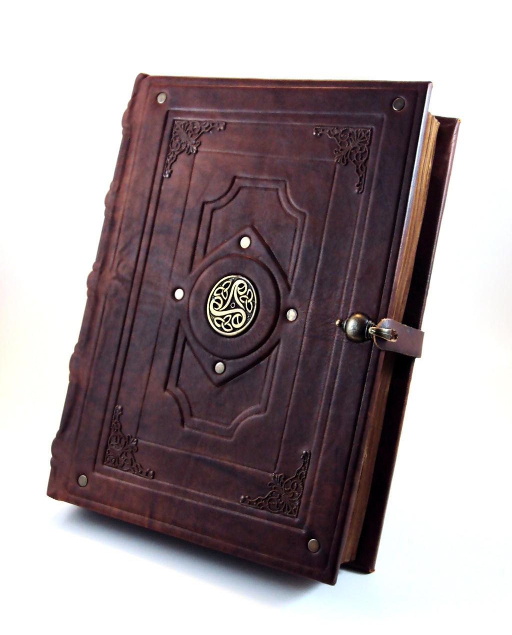 Gótika: Ötödik Évad - Apokalipszis Antique_book_replica_by_millecuirs-d65co4y