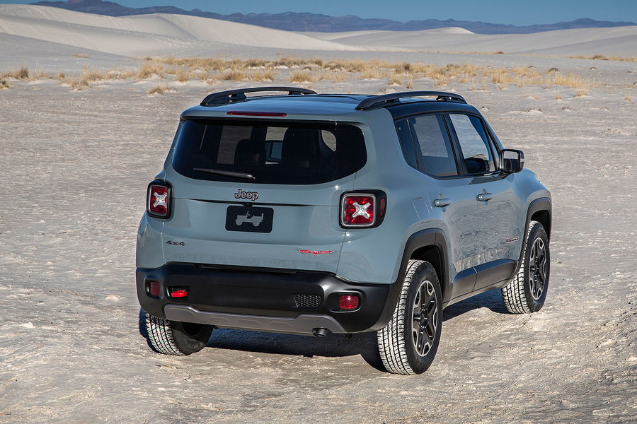 2014 - [Jeep] Renegade - Page 7 02-2014-Jeep-Renegade-Trailhawk-fotoshowBigImage-8eaae97f-757636