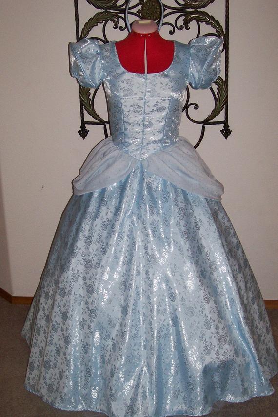 A quand les robes de princesse pour adulte ? ^^ Il_570xN.210346525