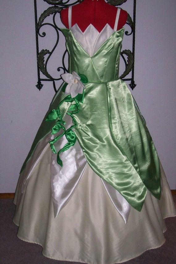 A quand les robes de princesse pour adulte ? ^^ Il_570xN.210793721