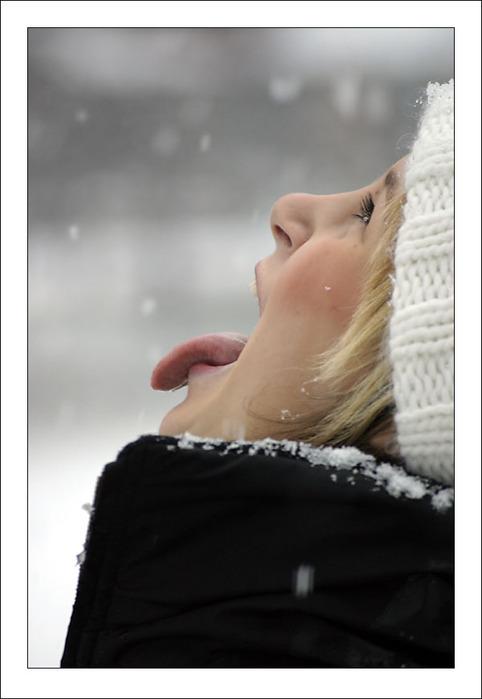 Люди - Страница 2 39024939_1233498582_Catching_snowflakes_II_by_winterland