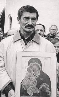 Воспоминания участников. История воздвижения крестов вместо свергнутых монументов Свердлову и Дзержинскому. 55401047_VYACHESLAV_KLUYUOV_S_IKONOY