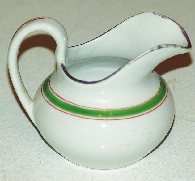 Античная ваза из старого соусника 60719367_Sousnik_do_preobrazheniya___sovershenno_zauryadnaya__i_nevzrachnaya_veshch