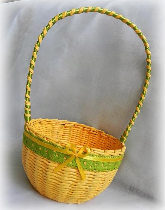 Яйца и другие плетенки из газет 111717781_Pletenie_iz_gazet_PASHALNUYH_KORZINOK_Masterklass__16_