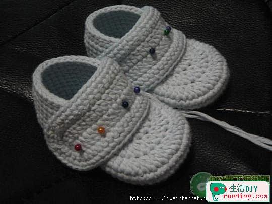 طريقة لصنع حذاء بالكروشي للاطفال 75447677_71