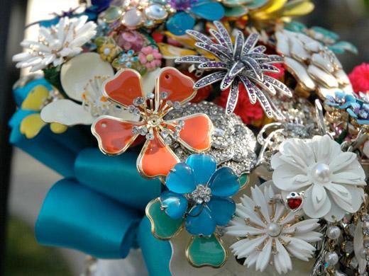 Свадебные букеты из винтажных украшений. 76389671_3437689_12fantasyfloraldesigns