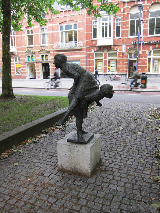 Čudne statue širom sveta - Page 6 94095721_7