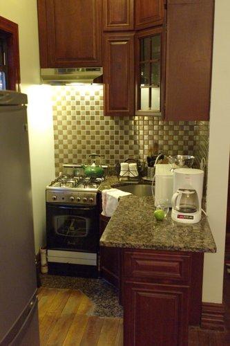 Маленькая кухня - не наказание!:) 96656251_tiny_kitchen_05