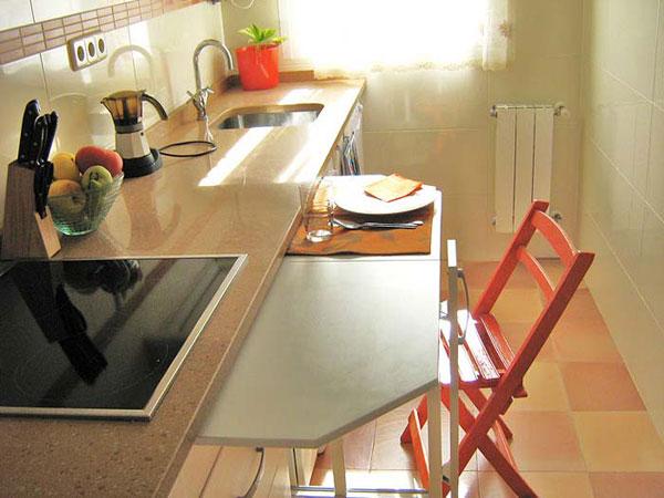 Маленькая кухня - не наказание!:) 96656255_vstroennyiobedennyistol