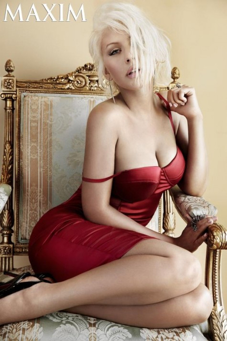 Christina Aguilera  - Страница 12 104735621_christinaaguileramaxim913e1378317481160