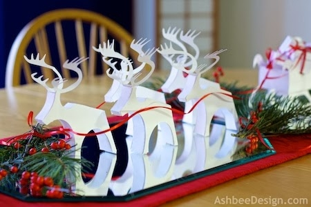 Новый год и Рождество.Декор 107750591_Severnuye_oleni_i_sani_s_novogodnimi_podarkami_iz_bumagi_SHablonuy__2_