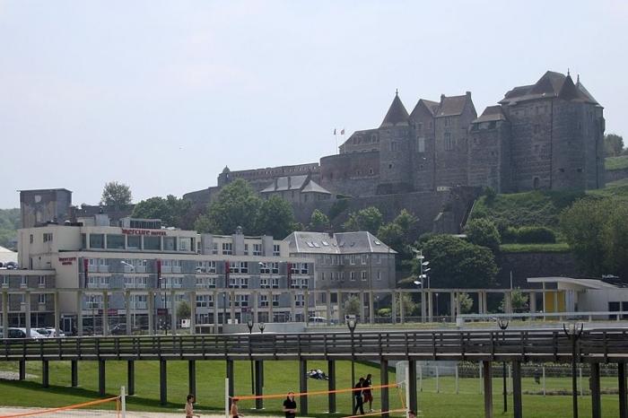 Замок со стороны города