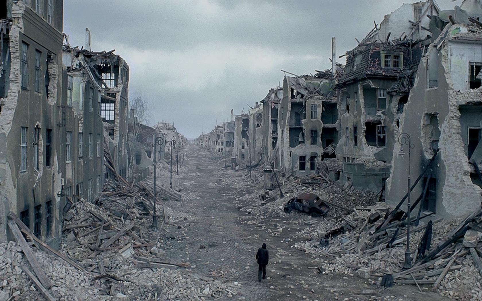 L'après-cataclysme [libre] Man-walking-through-destroyed-city