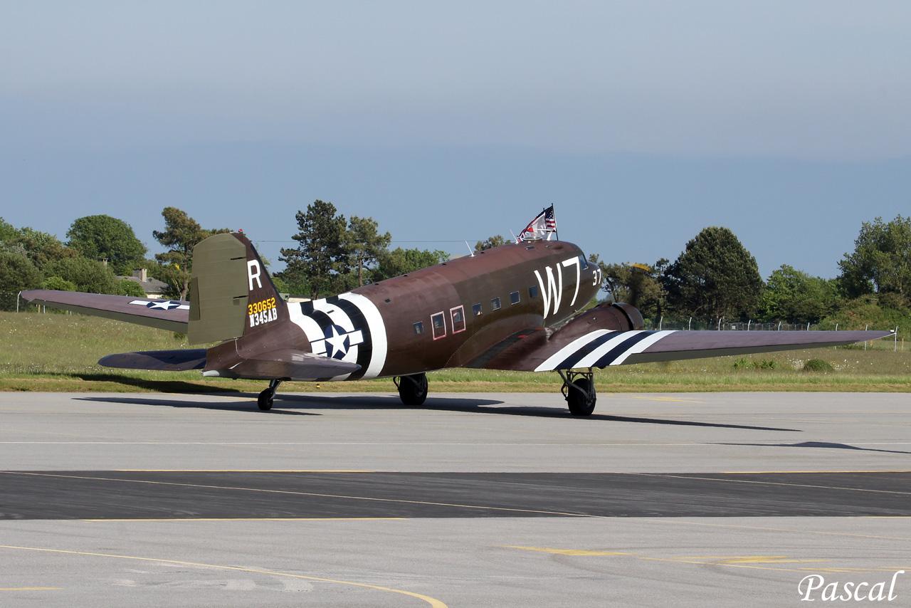 """Douglas C-47A N345AB """"W 7"""" à Rennes le 09 juin 2014 Cms-11-copie-45f8cc4"""