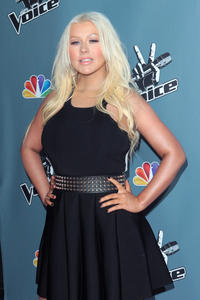 [Fotos+Videos] Christina Aguilera en la Premier de la 4ta Temporada de The Voice 2013 - Página 4 Th_985872698_Christina_Aguilera_33_122_114lo