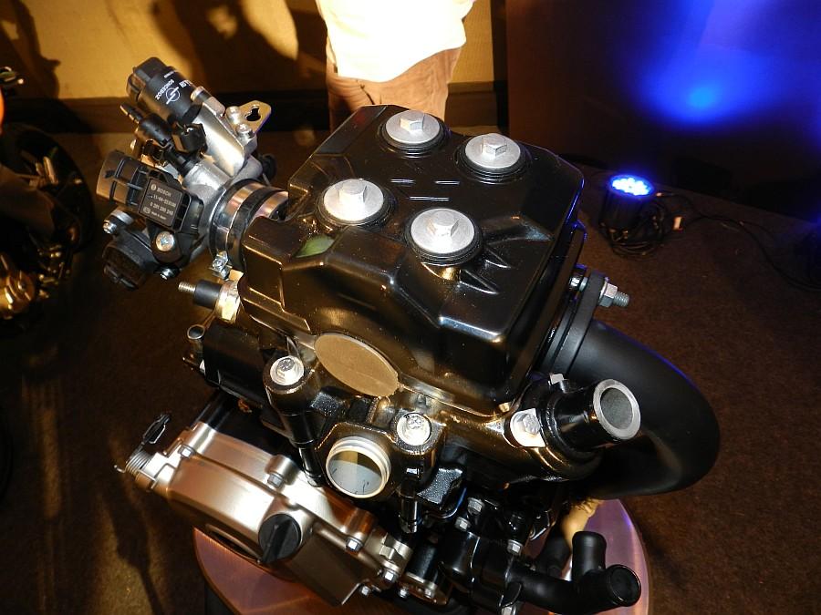Inyección o carburador? Bajaj-pulsar-200ns-engine-01-43e6671