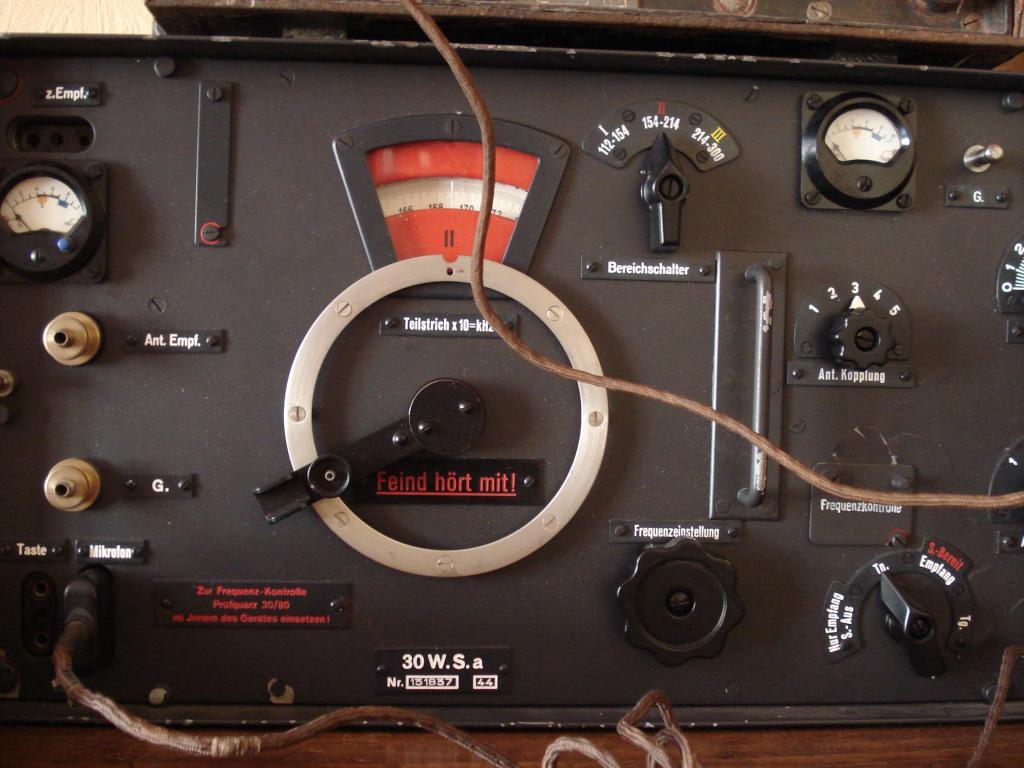 Panzer reco avec son matériel radio. 001-2--5263eb2