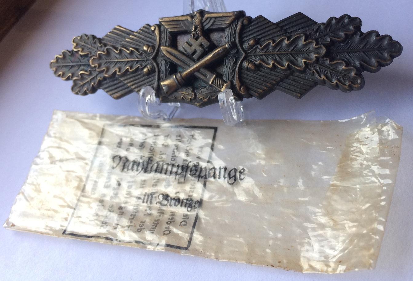 identif' badge combat rapprocher  File-58-55bb99e