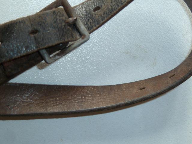 La jugulaire du casque allemand Ap058b-4fb56e4