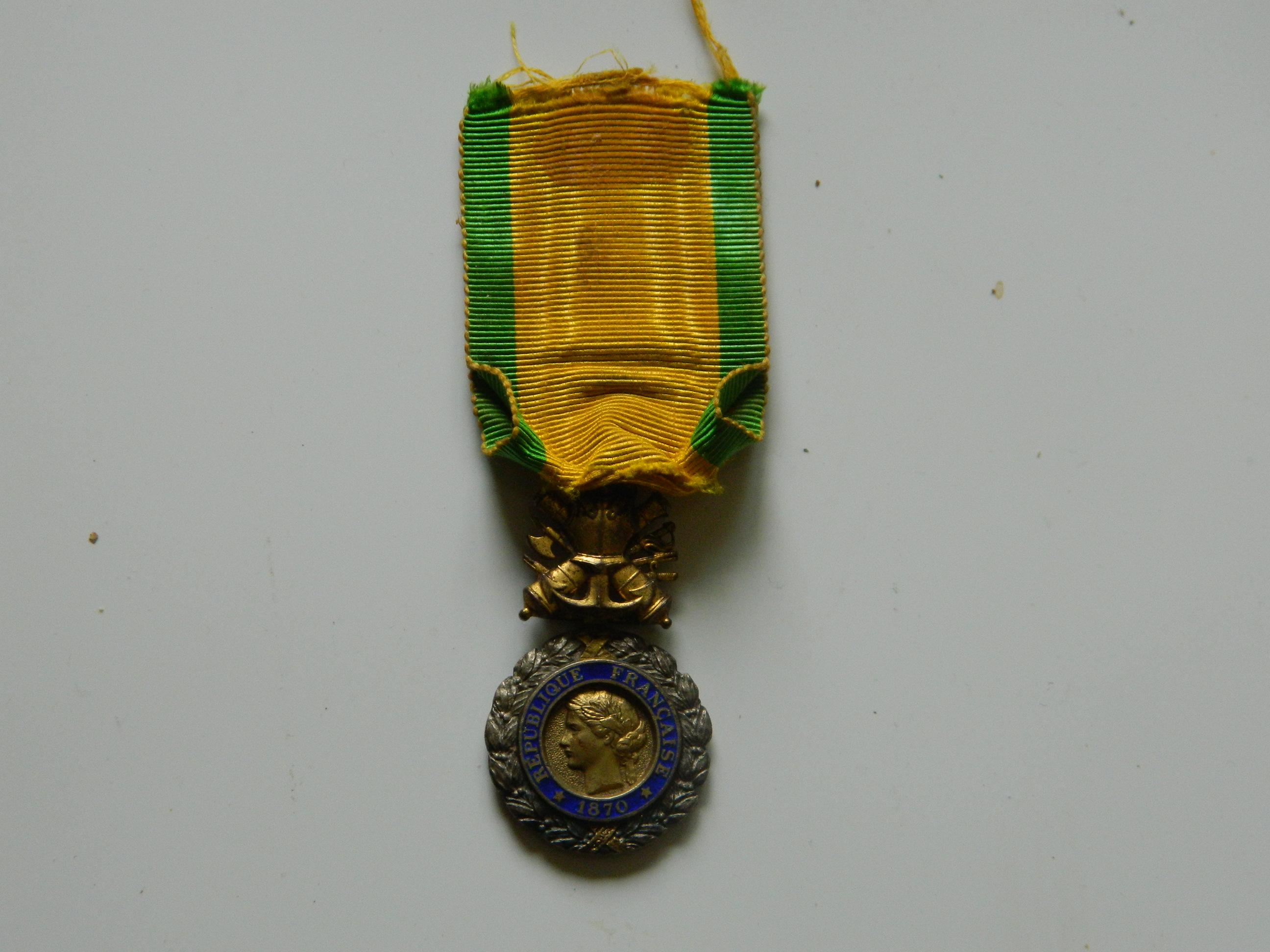 Identification médailles (F) Arri-re-g.p-004-5628e3b