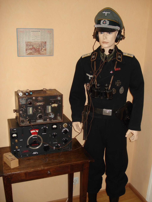 Panzer reco avec son matériel radio. 001-5263e9a