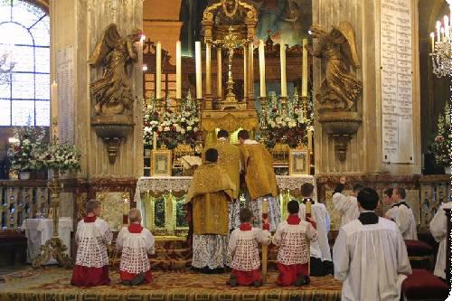 Messe moderne ou messe tridentine : quelle messe préférez-vous ? - Page 4 Messe_tridentine-5303033