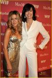 Jennifer Aniston - Minigonnissima & Cleavage/One -Women In Film Crystal And Lucy Awards- 12 giu 09 Th_70260_jennifer_7194_122_359lo