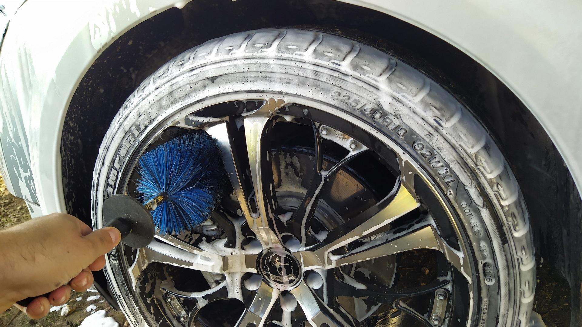 Présentation et premier vrai nettoyage du Roadster de Madame Img_20201004_105206-57c25b2