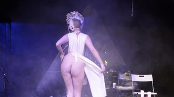 Celebrity Content - Naked On Stage - Page 4 78vdpt6h8zd2