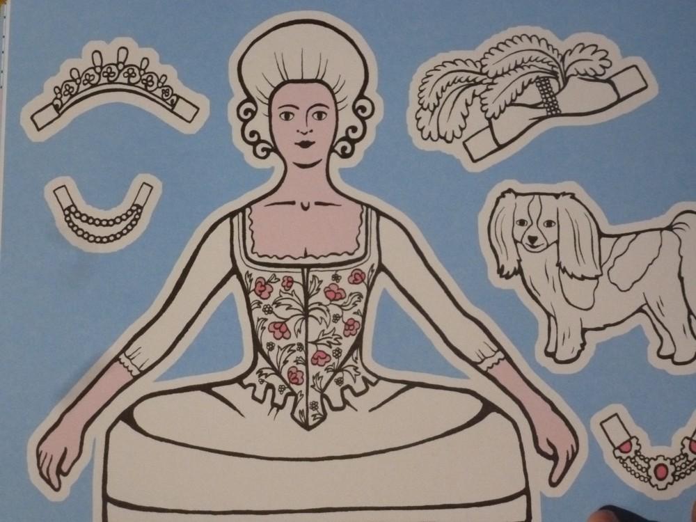 Un cahier d'activités Marie-Antoinette! Par les éditions du Patrimoine. P1070147-56c9736