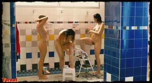 Michelle Williams, Sarah Silverman in Take This Waltz (2011) 8qay7tl3l041