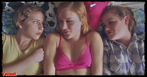 Chloe Sevigny and Hilary Swank in Boys Don't Cry (1999) Qchg8ebdt3vx