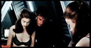 Dina Meyer  in Starship Troopers (1997) Nga363uz1gcg