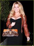 Jessica Simpson, Gran Cleavage, Candids in Santa Monica, 13gennaio2010 Th_48077_Jessica6_122_444lo