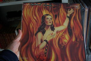 Your records collection Th_883325647_SG103330_122_112lo