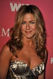 Jennifer Aniston - Minigonnissima & Cleavage/One -Women In Film Crystal And Lucy Awards- 12 giu 09 Th_78456_Jennifer_2115_122_421lo