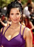 Padma Lakshmi - Cleavy, Primetime Emmy Awards, 20set09 Th_00181_Padma_Lakshmi_61st_Annual_Emmy_Awards_200909_004_122_191lo