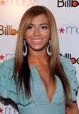 Beyonce -Cleavage, Billboard's 4th Annual Women In Music, New York, 02ott09 Th_30997_Beyonce_Billboard35s_4th_Annual_Women_In_Music_NYC_021009_017_122_247lo