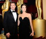ANGELINA JOLIE  BRAD PITT - Page 2 Th_54779_Celebutopia-Angelina_Jolie_arrives_at_the_81st_Annual_Academy_Awards-06_123_467lo