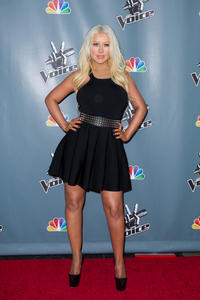[Fotos+Videos] Christina Aguilera en la Premier de la 4ta Temporada de The Voice 2013 - Página 4 Th_985999131_Christina_Aguilera_55_122_555lo