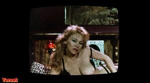 Melanie Griffith, Barbara Crampton in Body Double (1984) Bkp6xgdlv15q