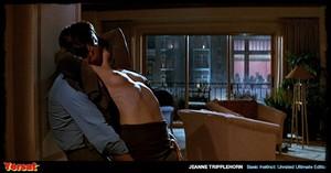 Sharon Stone & Jeanne Tripplehorn in  Instinct (1992) Cvcbtq85wgn2