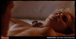 Sharon Stone & Jeanne Tripplehorn in  Instinct (1992) Dyfrljwm7g5n