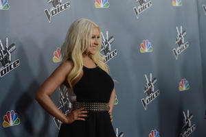 [Fotos+Videos] Christina Aguilera en la Premier de la 4ta Temporada de The Voice 2013 - Página 4 Th_985711273_Christina_Aguilera_02_122_130lo