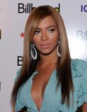 Beyonce -Cleavage, Billboard's 4th Annual Women In Music, New York, 02ott09 Th_31770_Beyonce_Billboard81s_4th_Annual_Women_In_Music_NYC_021009_019_122_81lo