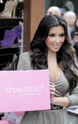 Kim Kardashian, Cleavy, ShoeDazzle at Century City Shopping Mall, 29gennaio2010 Th_15427_kk5_122_1137lo