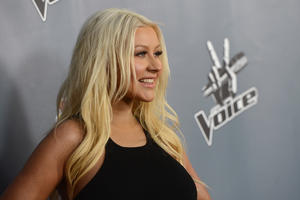 [Fotos+Videos] Christina Aguilera en la Premier de la 4ta Temporada de The Voice 2013 - Página 4 Th_398570752_Christina_Aguilera_01_122_494lo